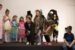 Kostüm und Make-up machten aus den jungen Teilnehmern des Theaterworkshops Tiere, Hexen und Waldfeen. (Foto: Fritz Saller/Nationalpark Bayerischer Wald)