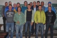 Zwei Jahre intensiver, oft kontroverser aber stets lösungsorientierter Zusammenarbeit haben das erste Kletterkonzept für den Nationalpark Berchtesgaden auf den Weg gebracht. Die Vereinbarung zum naturverträglichen Klettern in Deutschlands einzigem Alpen-Nationalpark gilt ab sofort für zehn Jahre. Projektleiterin und Nationalpark-Mitarbeiterin Elke Zeitler (vorne, Mitte) hatte zur feierlichen Unter