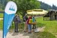 Neues, mobiles Bildungsangebot des Nationalparks Berchtesgaden im Klausbachtal: Auf der Bindalm informieren Nationalpark-Mitarbeiterinnen und -Mitarbeiter über die Almwirtschaft, präsentieren an einem Modell den traditionellen Rundum-Kaser und stellen die Pflanzenvielfalt auf Almen vor.
